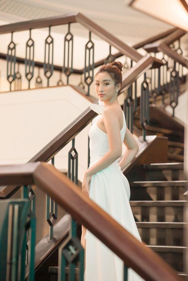 Ngạc nhiên chưa, Hoa hậu Đỗ Mỹ Linh thăng hạng nhan sắc sau thời gian lăn lộn ghi hình chương trình thực tế Ảnh 3