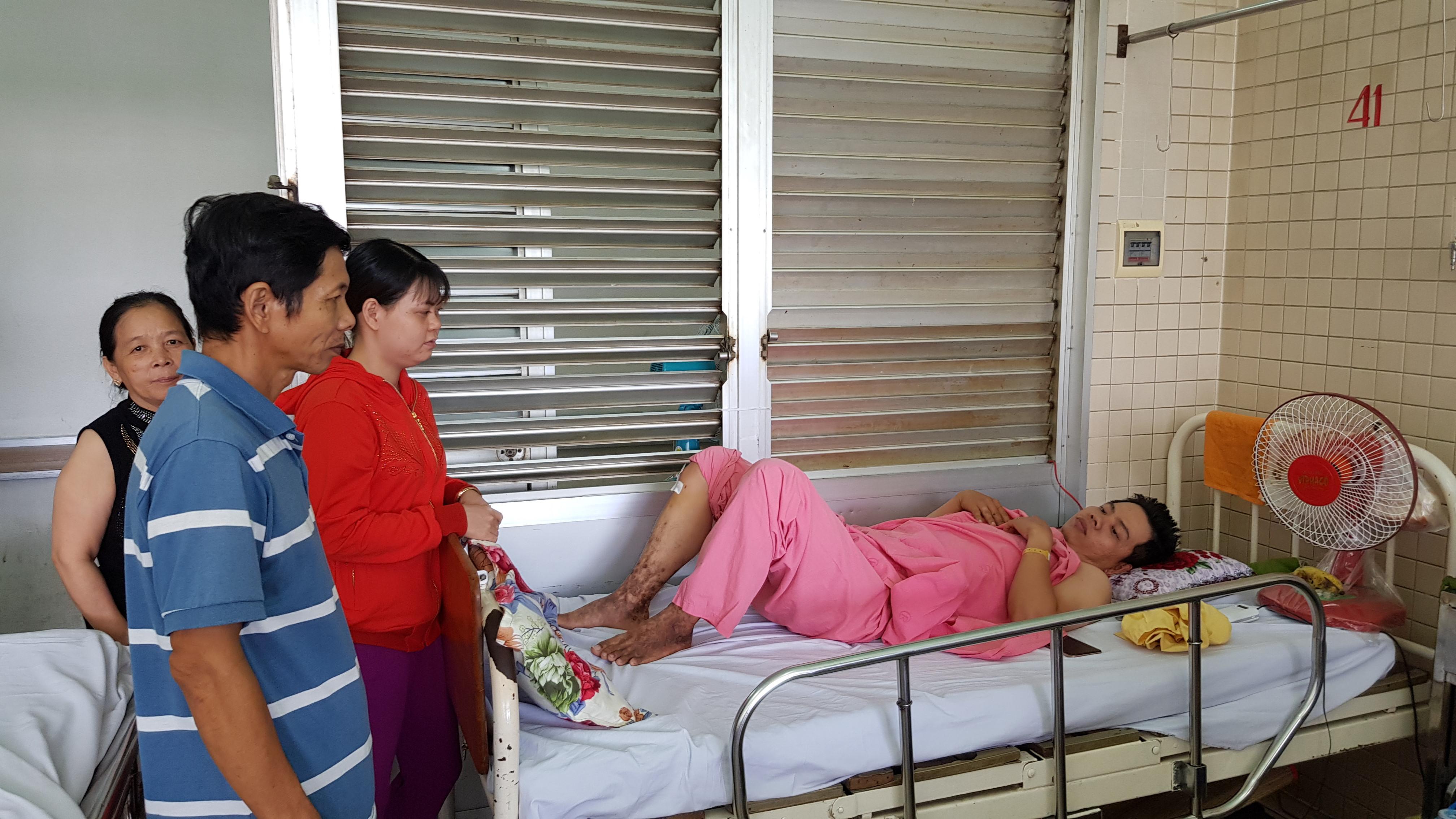 Bệnh viện Chợ Rẫy đưa nhầm bệnh nhân đi... khoan chân Ảnh 1