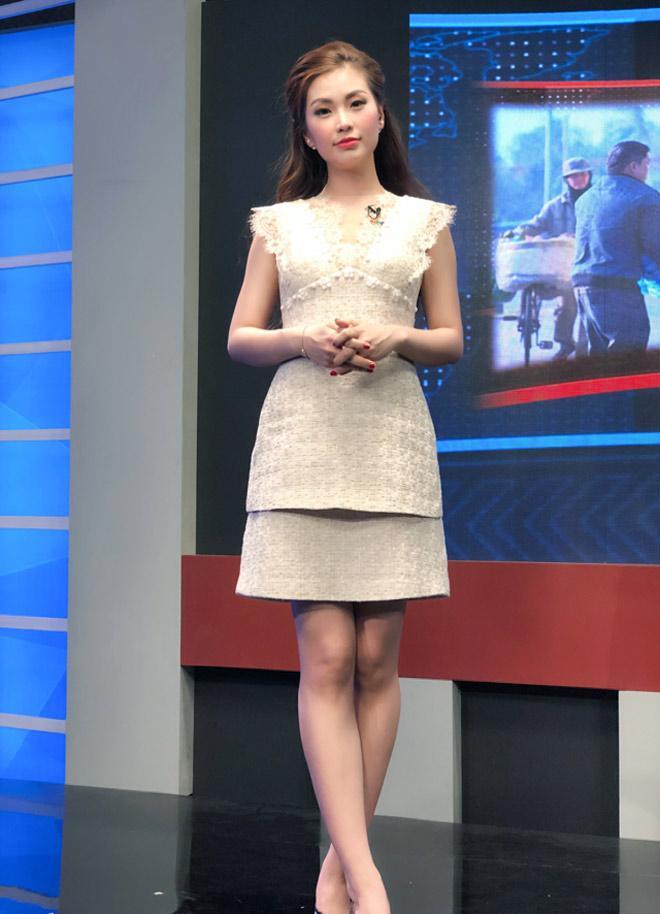 Đỗ Mỹ Linh bị nhà đài nhắc nhở vì trang phục 'hoành tráng' khi dẫn sóng VTV Ảnh 4