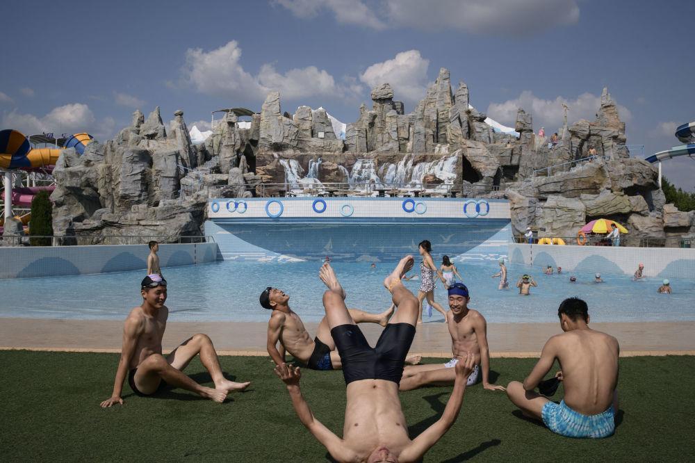 Người Triều Tiên giải nhiệt trong nắng hè Ảnh 2