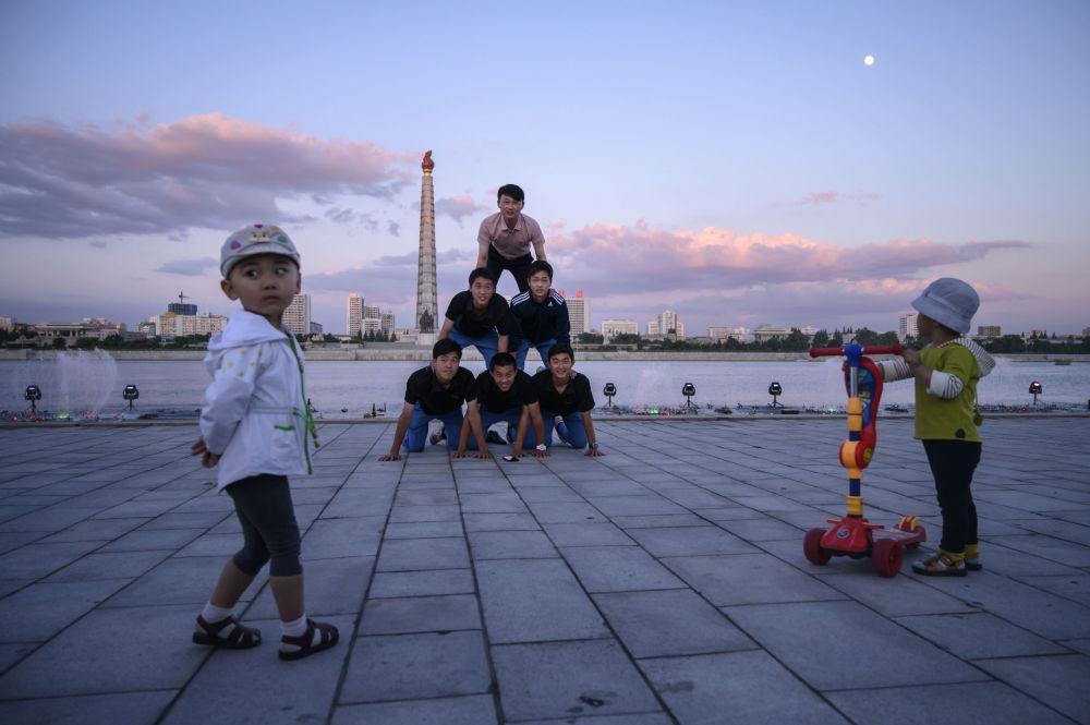 Người Triều Tiên giải nhiệt trong nắng hè Ảnh 8