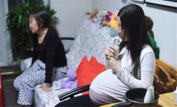 Bị chồng và mẹ chồng dè bỉu, coi khinh vì sinh toàn 'vịt giời', thai phụ 8 tháng làm điều tồi tệ này Ảnh 1