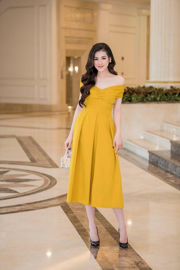 Được khen đẹp hơn sau sinh, Á hậu Tú Anh cuốn hút trong các thiết kế váy sang trọng Ảnh 3