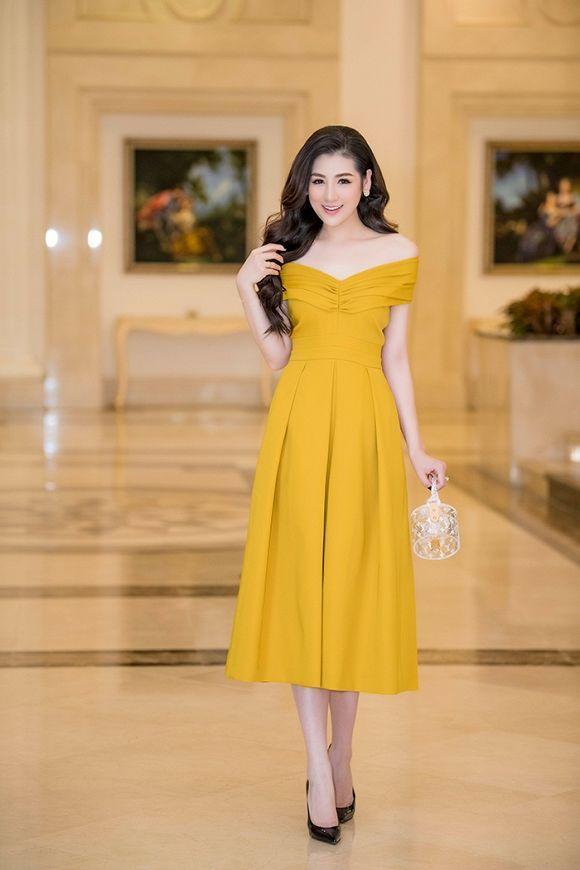 Được khen đẹp hơn sau sinh, Á hậu Tú Anh cuốn hút trong các thiết kế váy sang trọng Ảnh 1