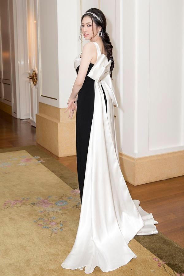 Được khen đẹp hơn sau sinh, Á hậu Tú Anh cuốn hút trong các thiết kế váy sang trọng Ảnh 8