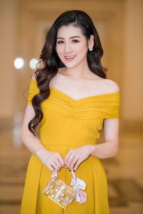 Được khen đẹp hơn sau sinh, Á hậu Tú Anh cuốn hút trong các thiết kế váy sang trọng Ảnh 2