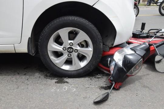 Nghi phạm buôn bán ma túy lái ô tô tông và kéo lê xe máy của trinh sát Ảnh 2
