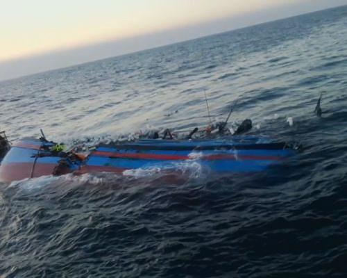 Tàu cá bị tàu hàng đâm chìm ảnh 1