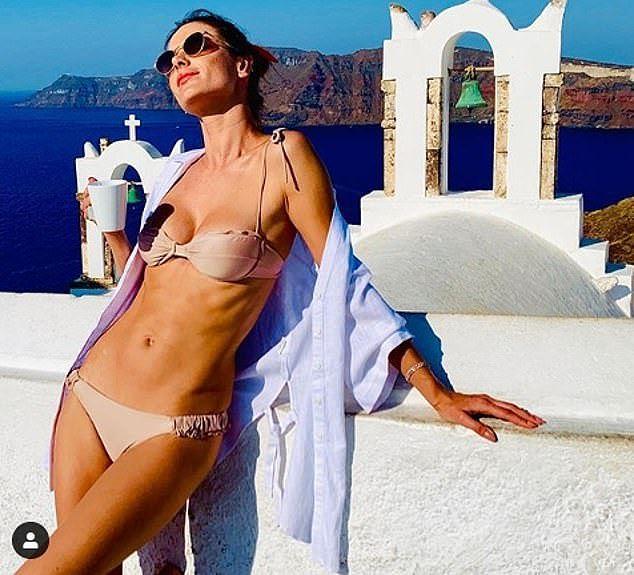 Alessandra Ambrosio 'thiêu đốt' nắng hè với áo tắm Ảnh 6