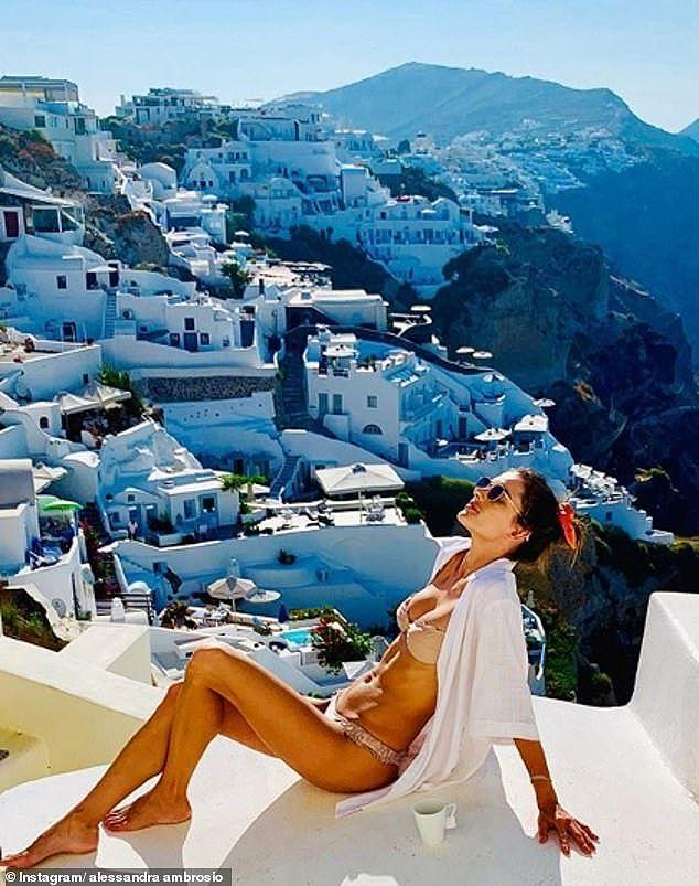 Alessandra Ambrosio 'thiêu đốt' nắng hè với áo tắm Ảnh 5
