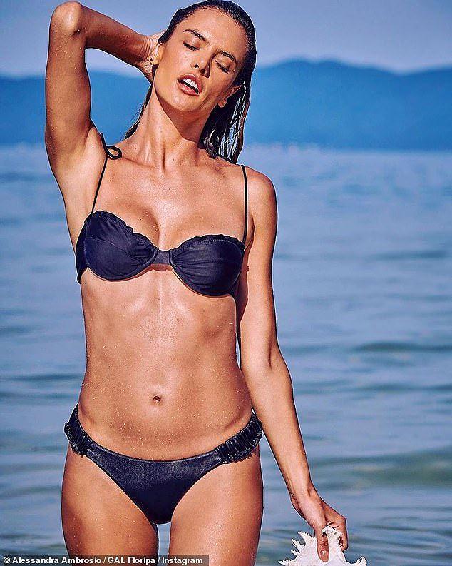 Alessandra Ambrosio 'thiêu đốt' nắng hè với áo tắm Ảnh 1