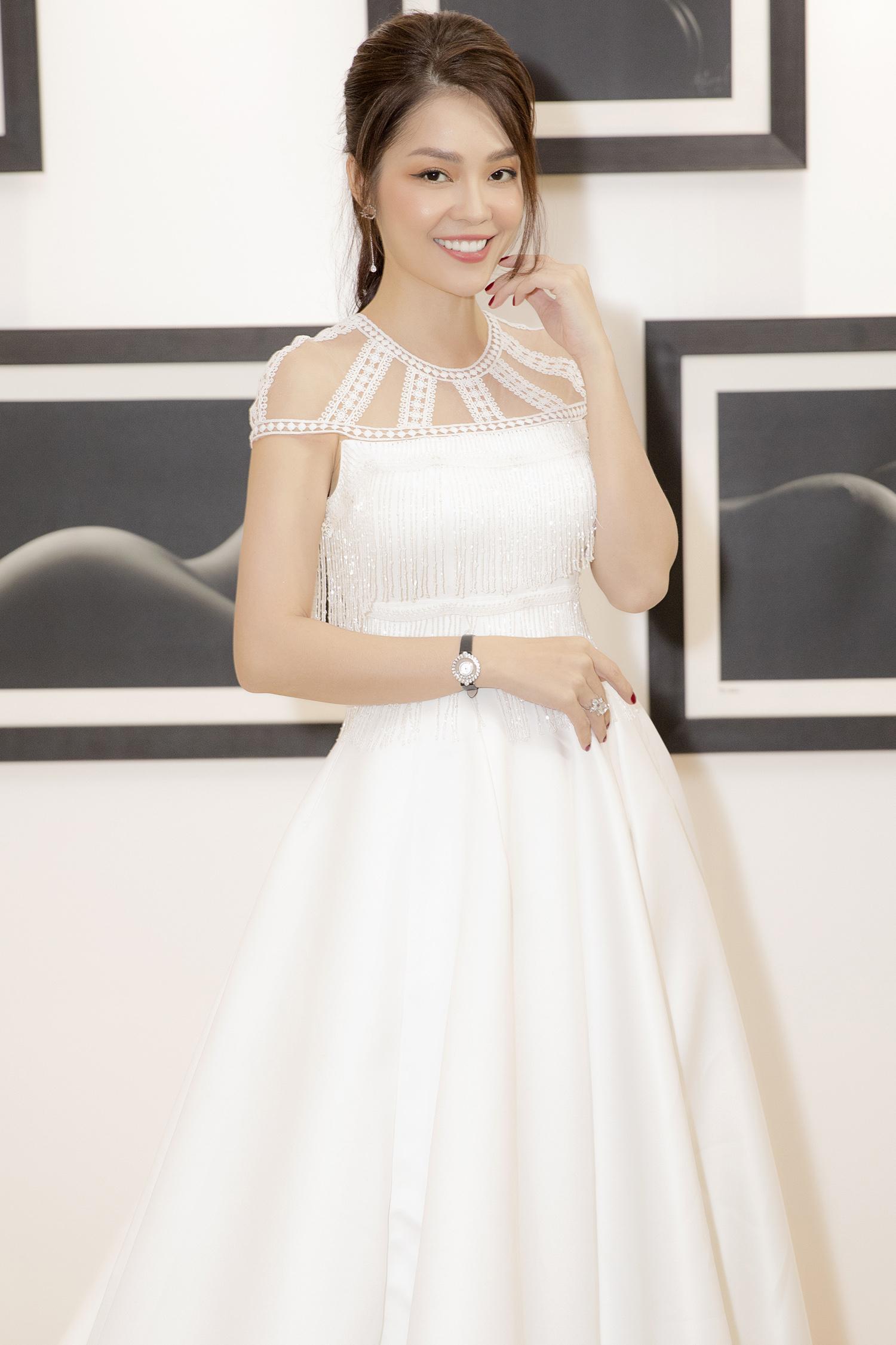 Dương Cẩm Lynh bất ngờ mặc váy cưới khiến khán giả tò mò Ảnh 8
