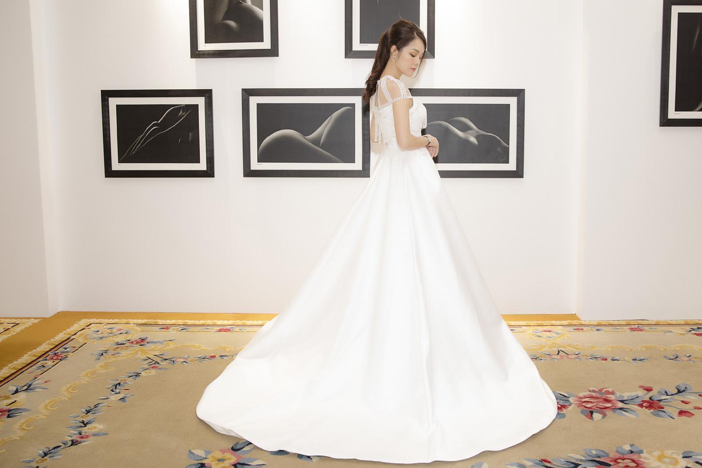 Dương Cẩm Lynh bất ngờ mặc váy cưới khiến khán giả tò mò Ảnh 2