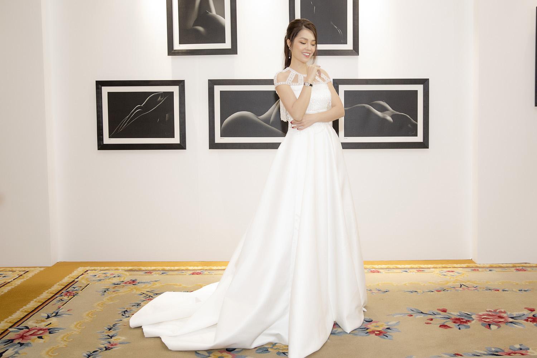 Dương Cẩm Lynh bất ngờ mặc váy cưới khiến khán giả tò mò Ảnh 9