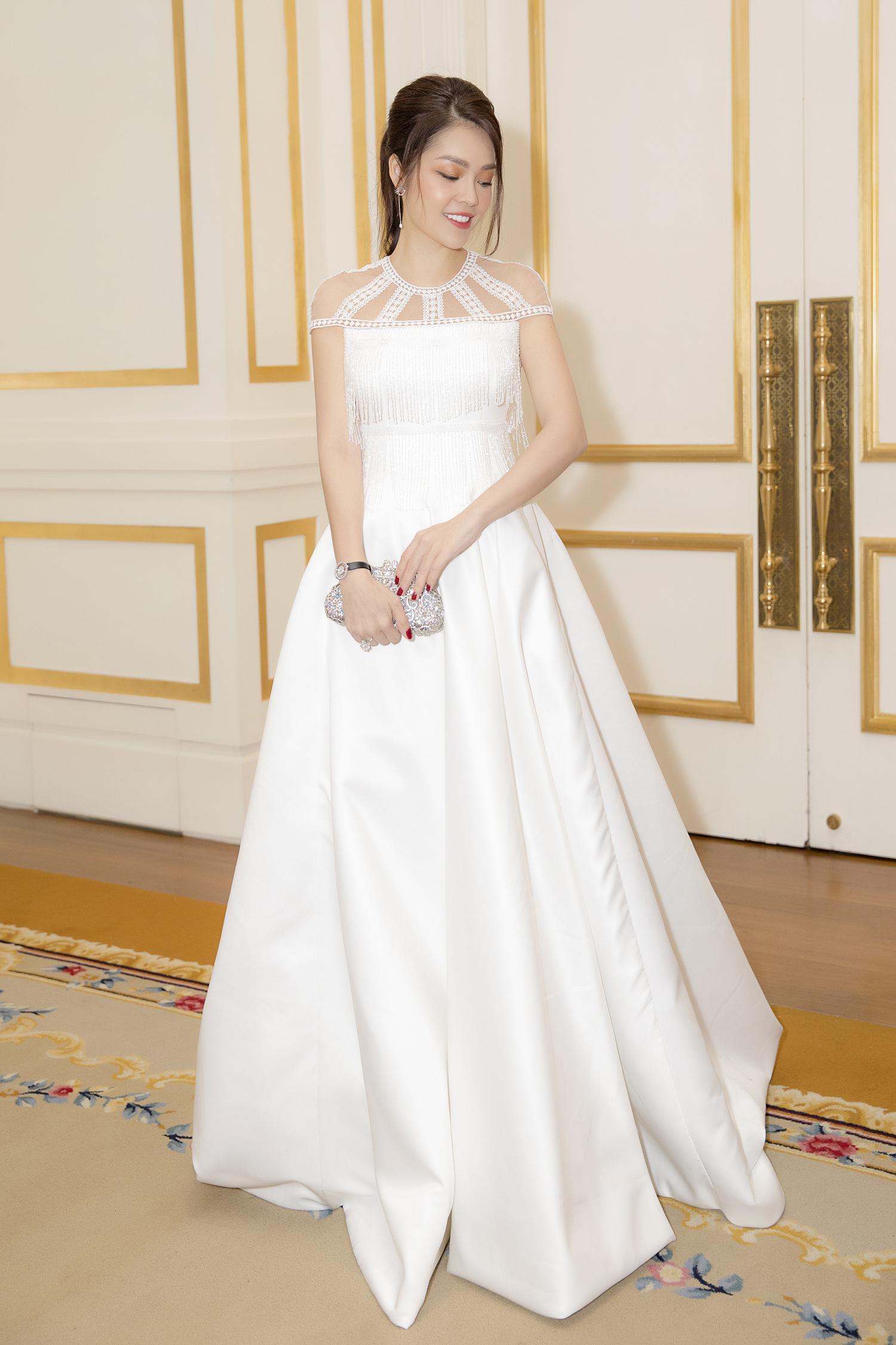 Dương Cẩm Lynh bất ngờ mặc váy cưới khiến khán giả tò mò Ảnh 3