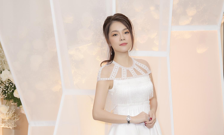 Dương Cẩm Lynh bất ngờ mặc váy cưới khiến khán giả tò mò Ảnh 4