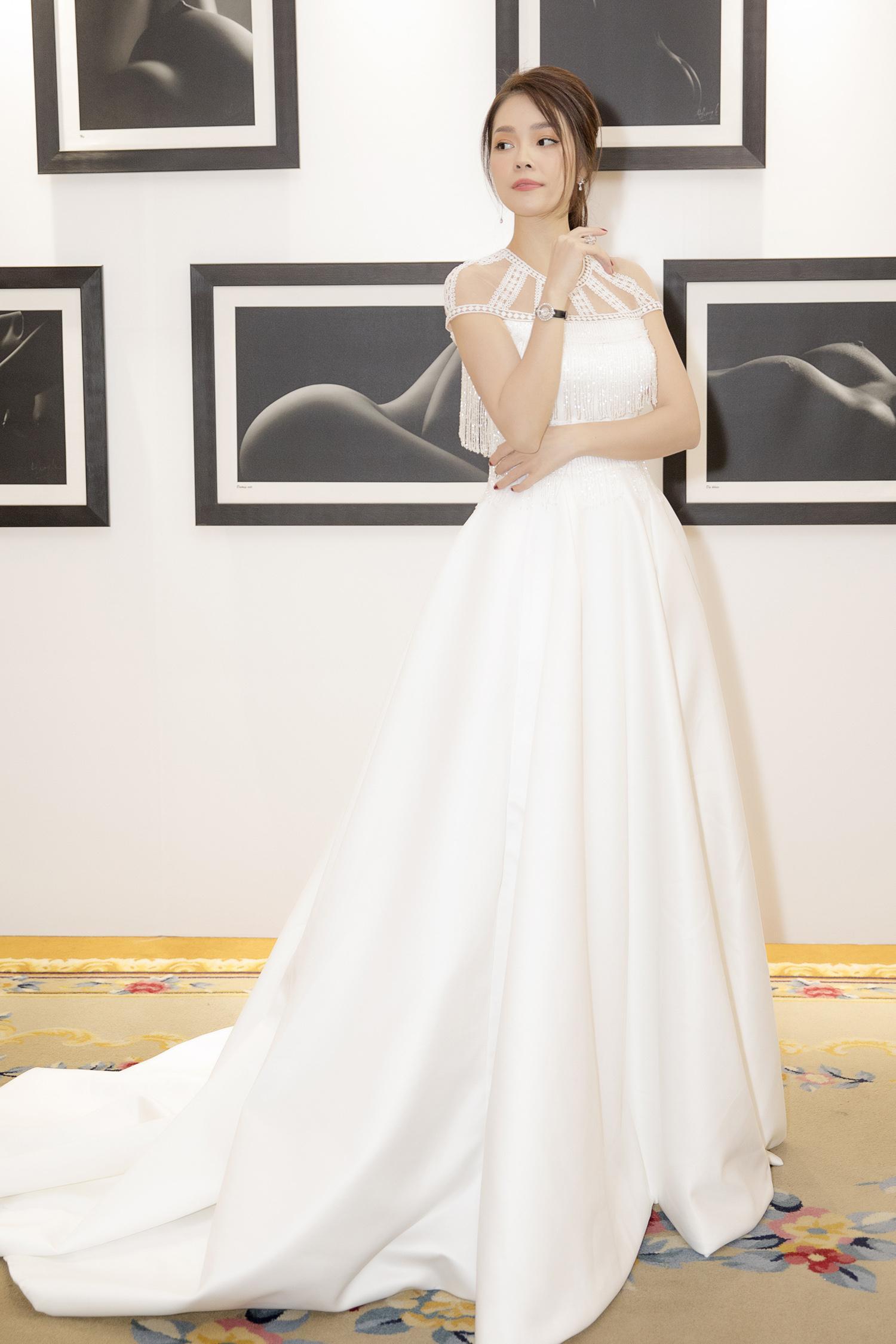 Dương Cẩm Lynh bất ngờ mặc váy cưới khiến khán giả tò mò Ảnh 7