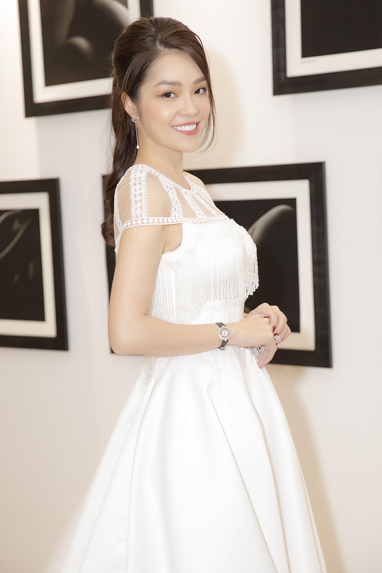 Dương Cẩm Lynh bất ngờ mặc váy cưới khiến khán giả tò mò Ảnh 1