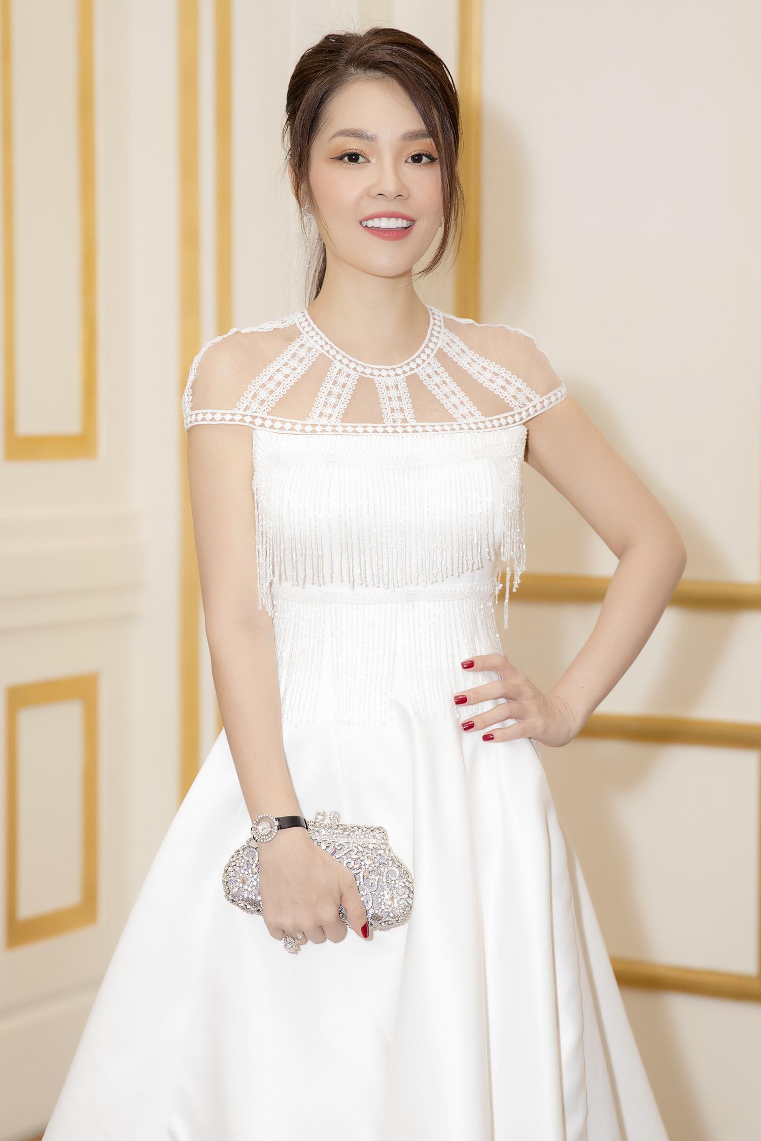 Dương Cẩm Lynh bất ngờ mặc váy cưới khiến khán giả tò mò Ảnh 6