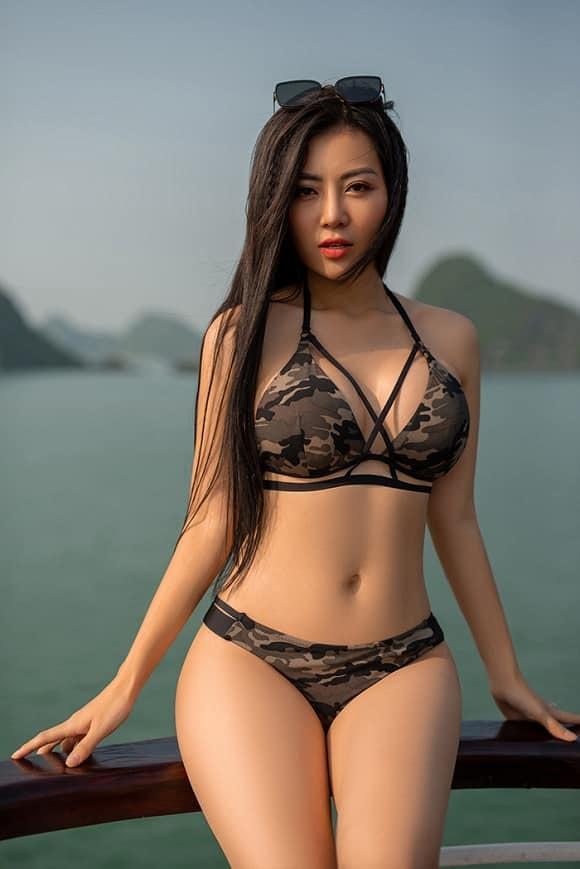 Mùa hè nóng rực với loạt mỹ nhân Việt thi nhau khoe dáng với bikini Ảnh 1
