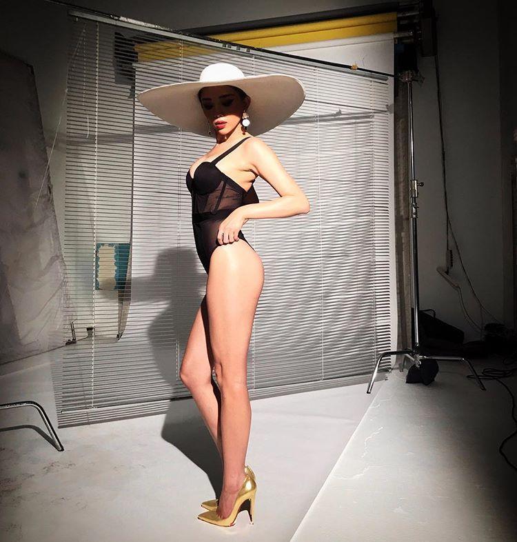 Mùa hè nóng rực với loạt mỹ nhân Việt thi nhau khoe dáng với bikini Ảnh 9