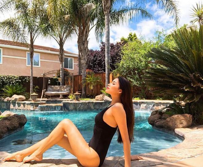Mùa hè nóng rực với loạt mỹ nhân Việt thi nhau khoe dáng với bikini Ảnh 3