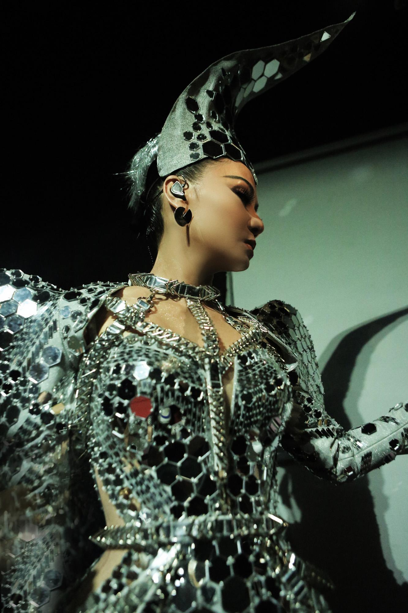 Bí ẩn các thiết kế lấp lánh của ca sĩ Thu Minh trong 'I AM DIVA' Ảnh 8