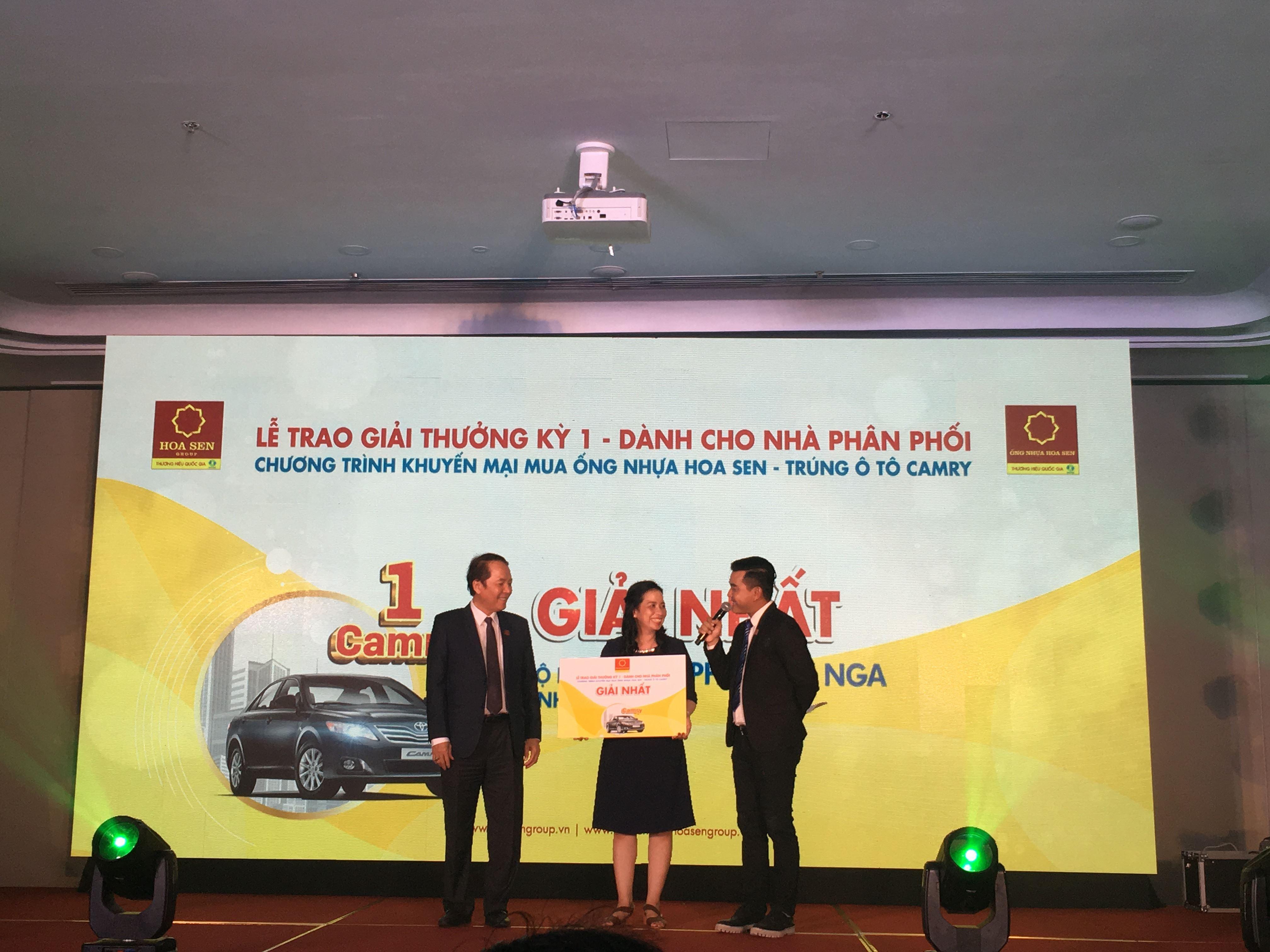 Hoa Sen tặng ô tô Camry cho nhà phân phối, đại lý mua ống nhựa ảnh 1