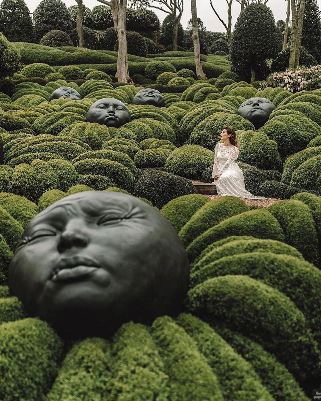 Khu vườn kỳ dị hút khách nhờ những viên đá mặt người khổng lồ Ảnh 5
