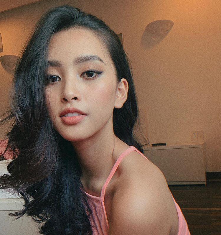Hoa hậu Tiểu Vy ngày càng gợi cảm, táo bạo ở tuổi 19 Ảnh 8