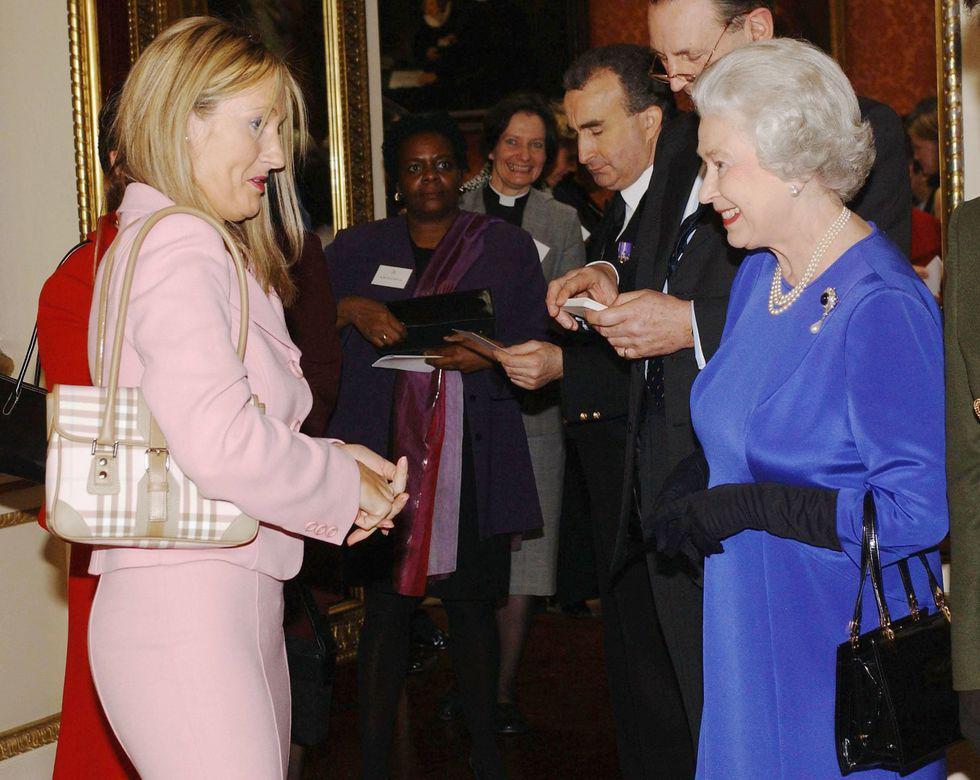 Điểm danh những ngôi sao vinh dự được diện kiến Nữ hoàng Anh Ảnh 7