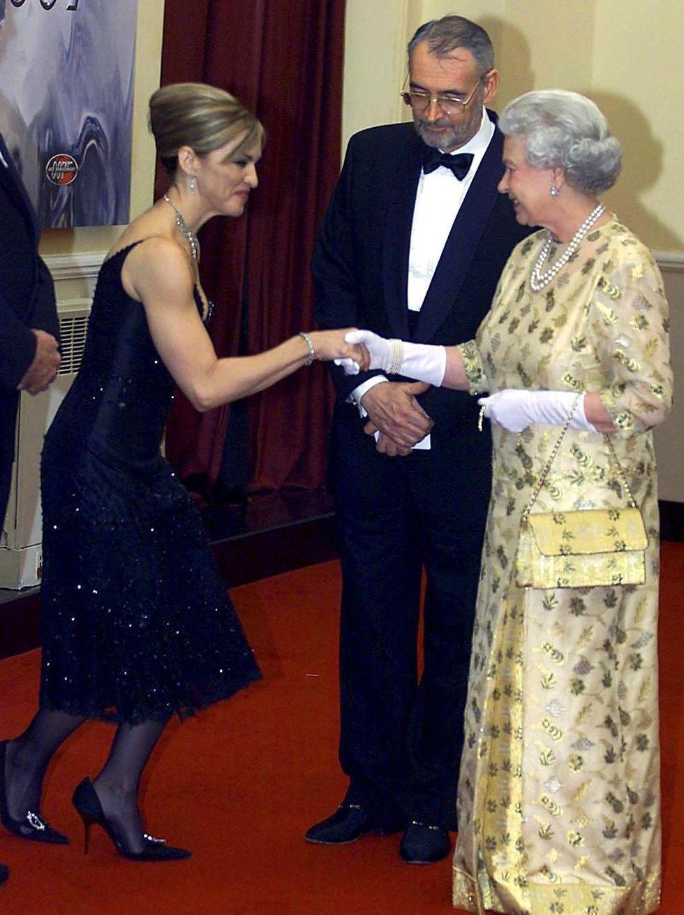 Điểm danh những ngôi sao vinh dự được diện kiến Nữ hoàng Anh Ảnh 8