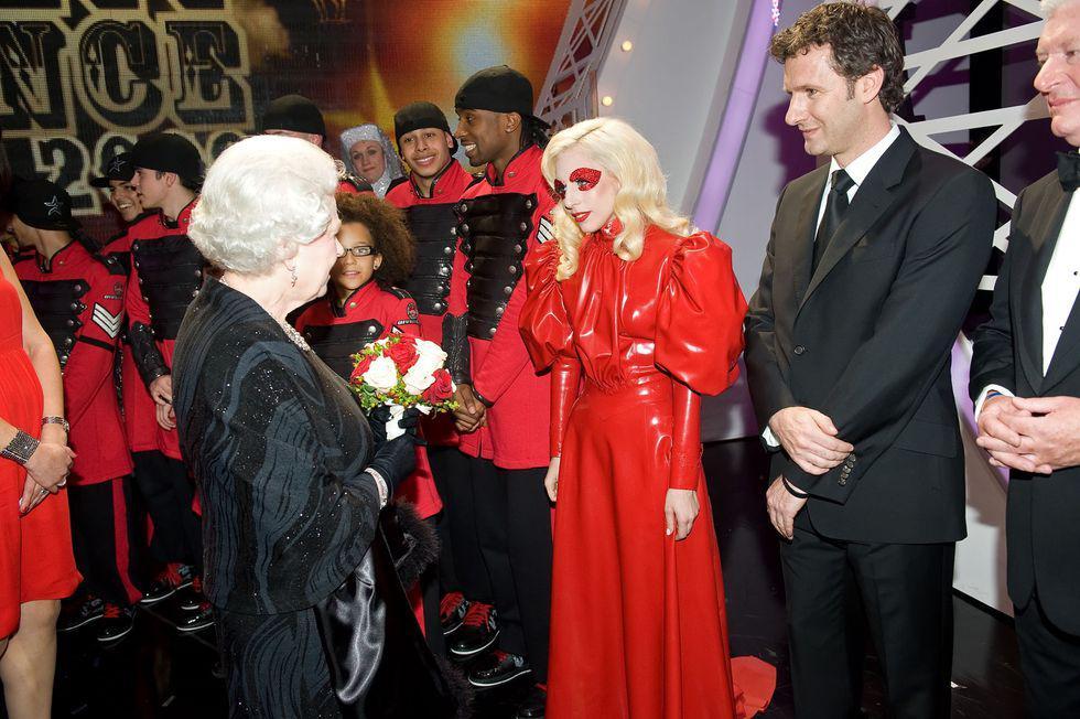 Điểm danh những ngôi sao vinh dự được diện kiến Nữ hoàng Anh Ảnh 10
