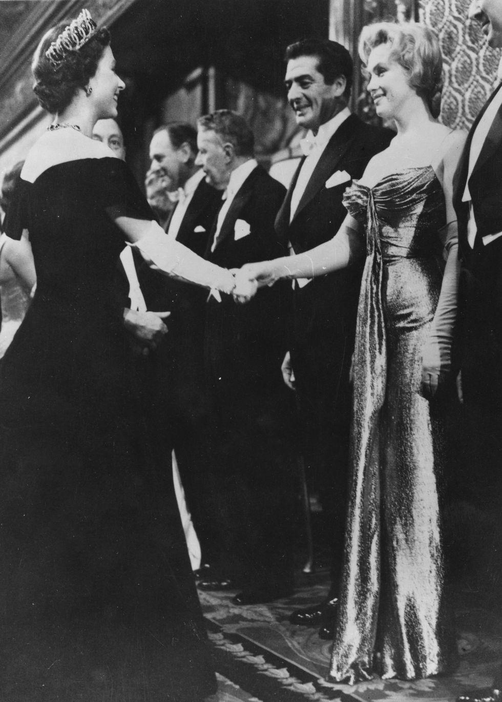 Điểm danh những ngôi sao vinh dự được diện kiến Nữ hoàng Anh Ảnh 1