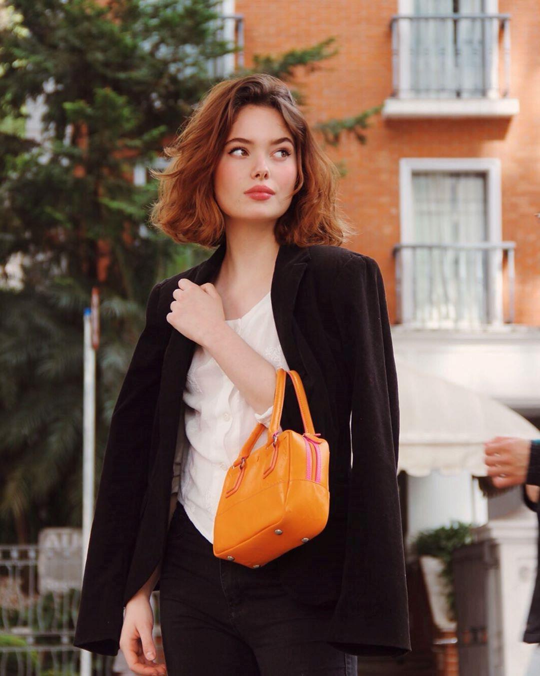 Loạt người mẫu trẻ được chú ý vì sở hữu nét đẹp giống Angelina Jolie Ảnh 5