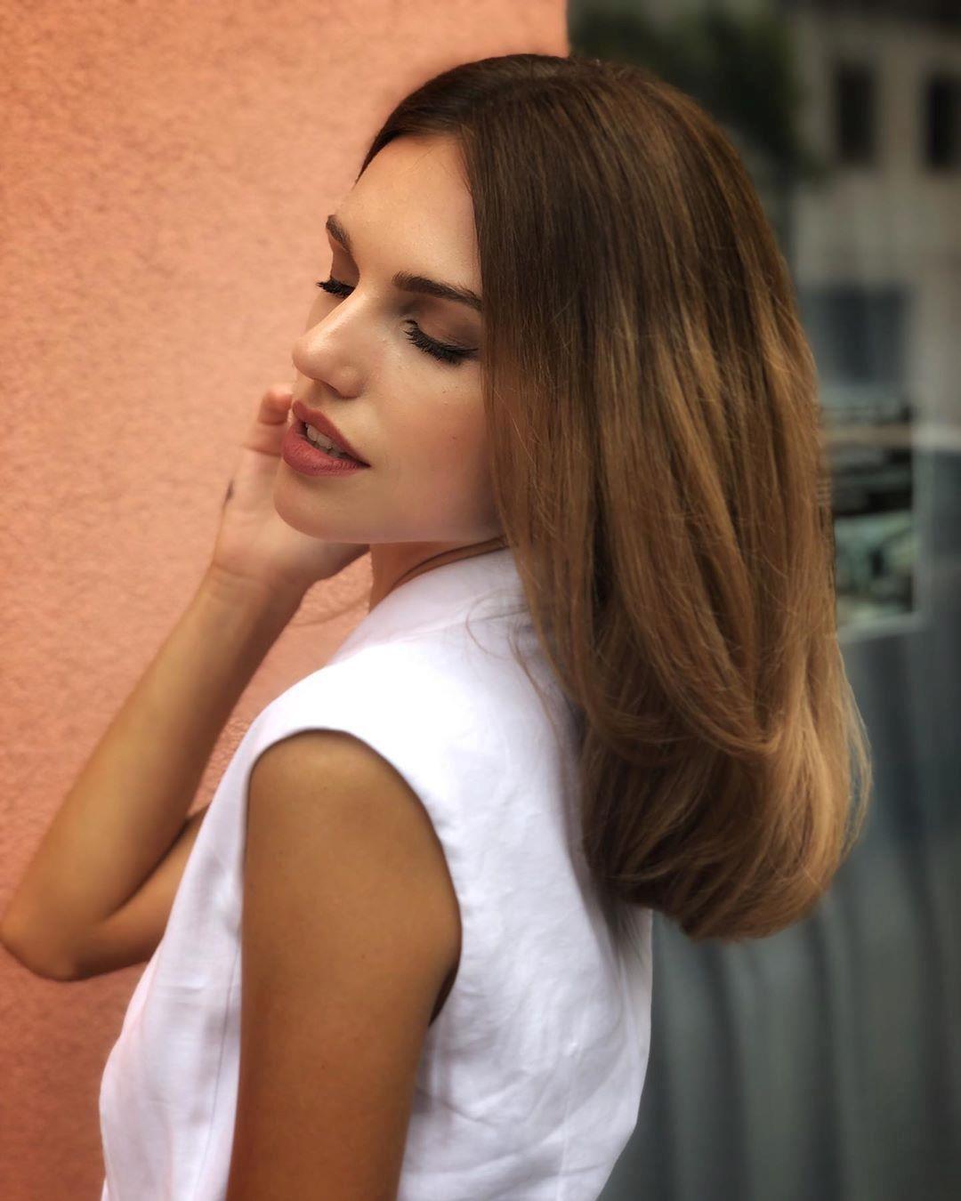Loạt người mẫu trẻ được chú ý vì sở hữu nét đẹp giống Angelina Jolie Ảnh 12