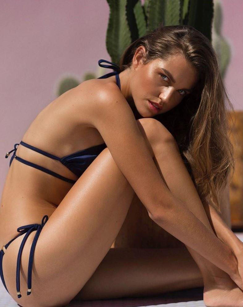 Loạt người mẫu trẻ được chú ý vì sở hữu nét đẹp giống Angelina Jolie Ảnh 11