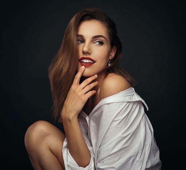 Loạt người mẫu trẻ được chú ý vì sở hữu nét đẹp giống Angelina Jolie Ảnh 10