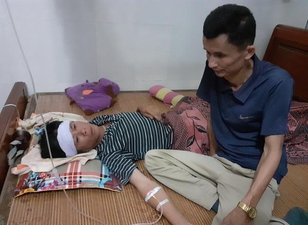 Tai nạn ở Hà Tĩnh, ám ảnh tiếng khóc xé lòng bên những vòng hoa trắng Ảnh 2