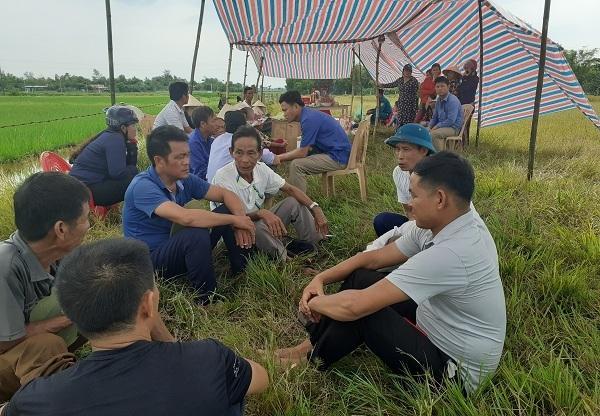 Tai nạn ở Hà Tĩnh, ám ảnh tiếng khóc xé lòng bên những vòng hoa trắng Ảnh 4