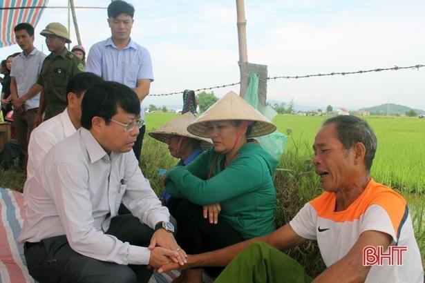 Tai nạn ở Hà Tĩnh, ám ảnh tiếng khóc xé lòng bên những vòng hoa trắng Ảnh 5