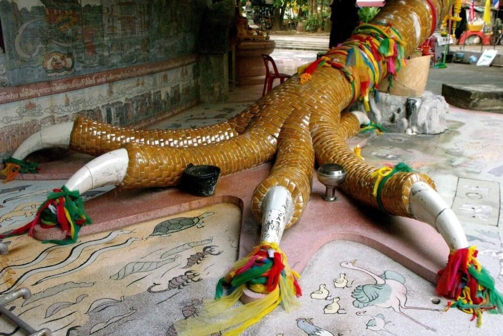 Khám phá ngôi đền rồng Wat Samphran linh thiêng của Thái Lan Ảnh 3