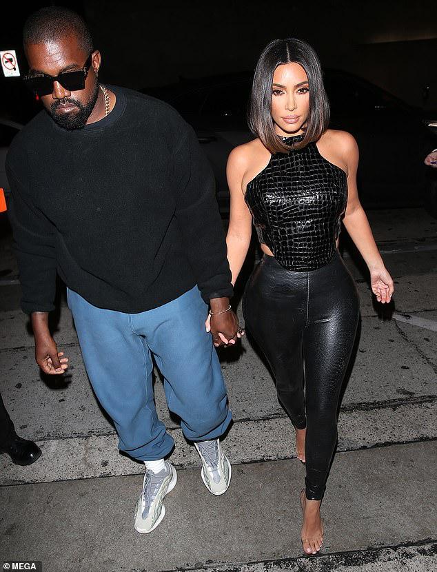 Kim Kardashian trang điểm cầu kỳ gợi cảm khi đi dự tiệc cùng ông xã Ảnh 7