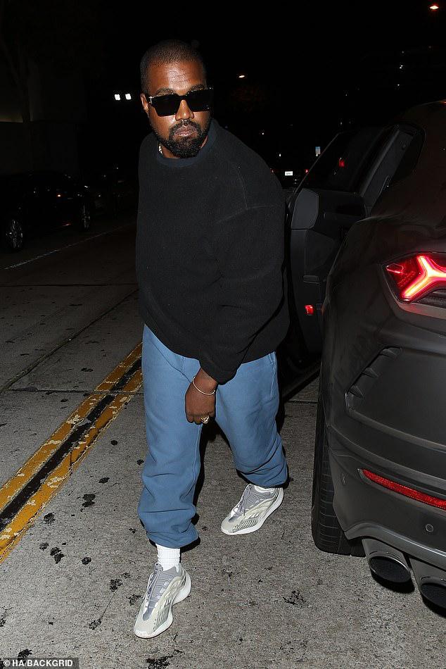 Kim Kardashian trang điểm cầu kỳ gợi cảm khi đi dự tiệc cùng ông xã Ảnh 6