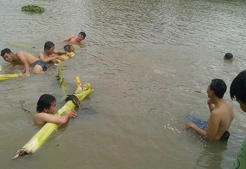 Tắm ao, 4 trẻ em là họ hàng đuối nước thương tâm Ảnh 1