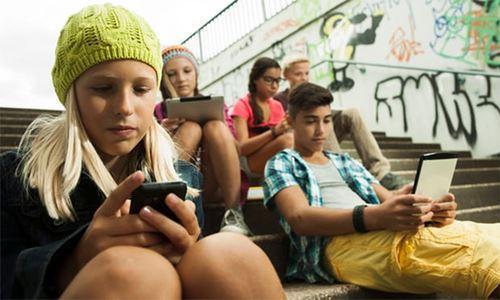 Cảnh báo nguy cơ trầm cảm do lạm dụng ti vi, mạng xã hội Ảnh 1