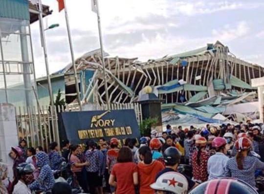 Giông lốc lớn làm đổ sập nhà xưởng của công ty Ivory Việt Nam có 3.000 công nhân Ảnh 1