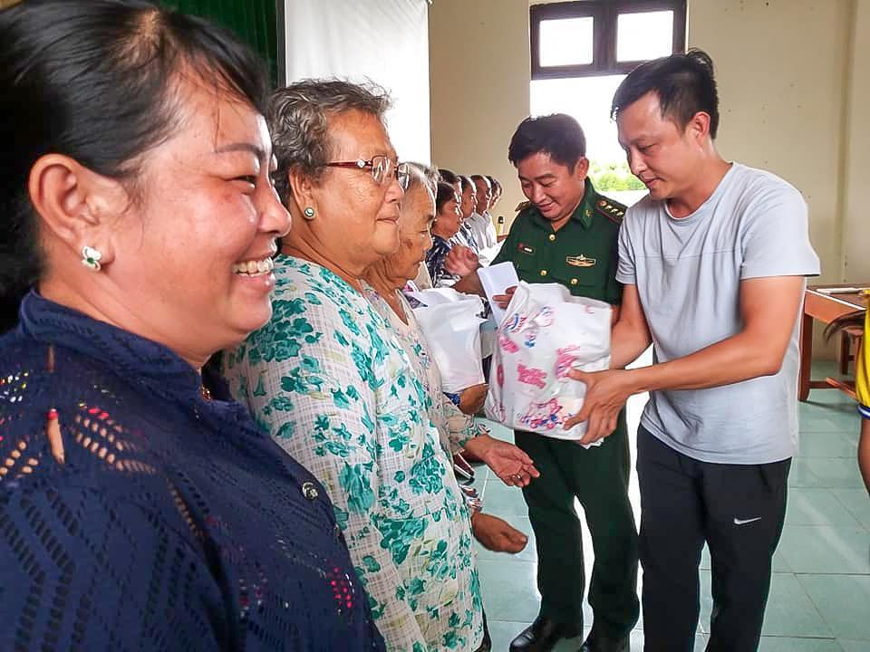 Khám chữa bệnh và tặng quà cho người dân xã đảo Thạnh An Ảnh 1