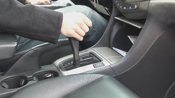 Những thói quen xấu tàn phá ô tô các tài xế hay mắc phải Ảnh 1