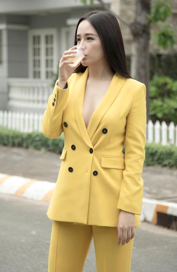 Muôn vàn kiểu diện vest không nội y càn quét Hollywood đến sao Việt như Mai Phương Thúy, Ngọc Trinh Ảnh 12